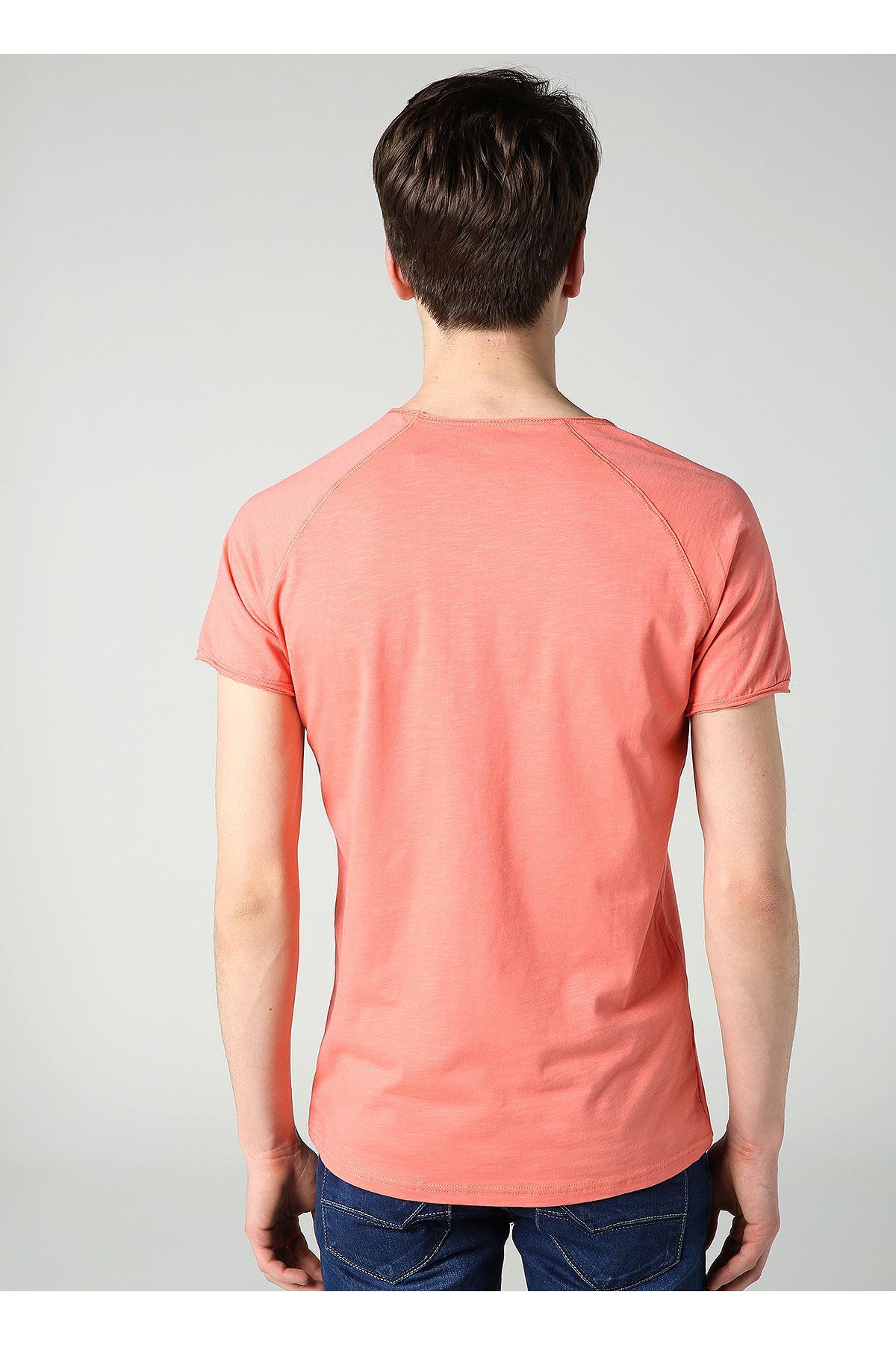 Erkek Bisiklet Yaka Cep Kesik Flamlı Nar T-Shirt
