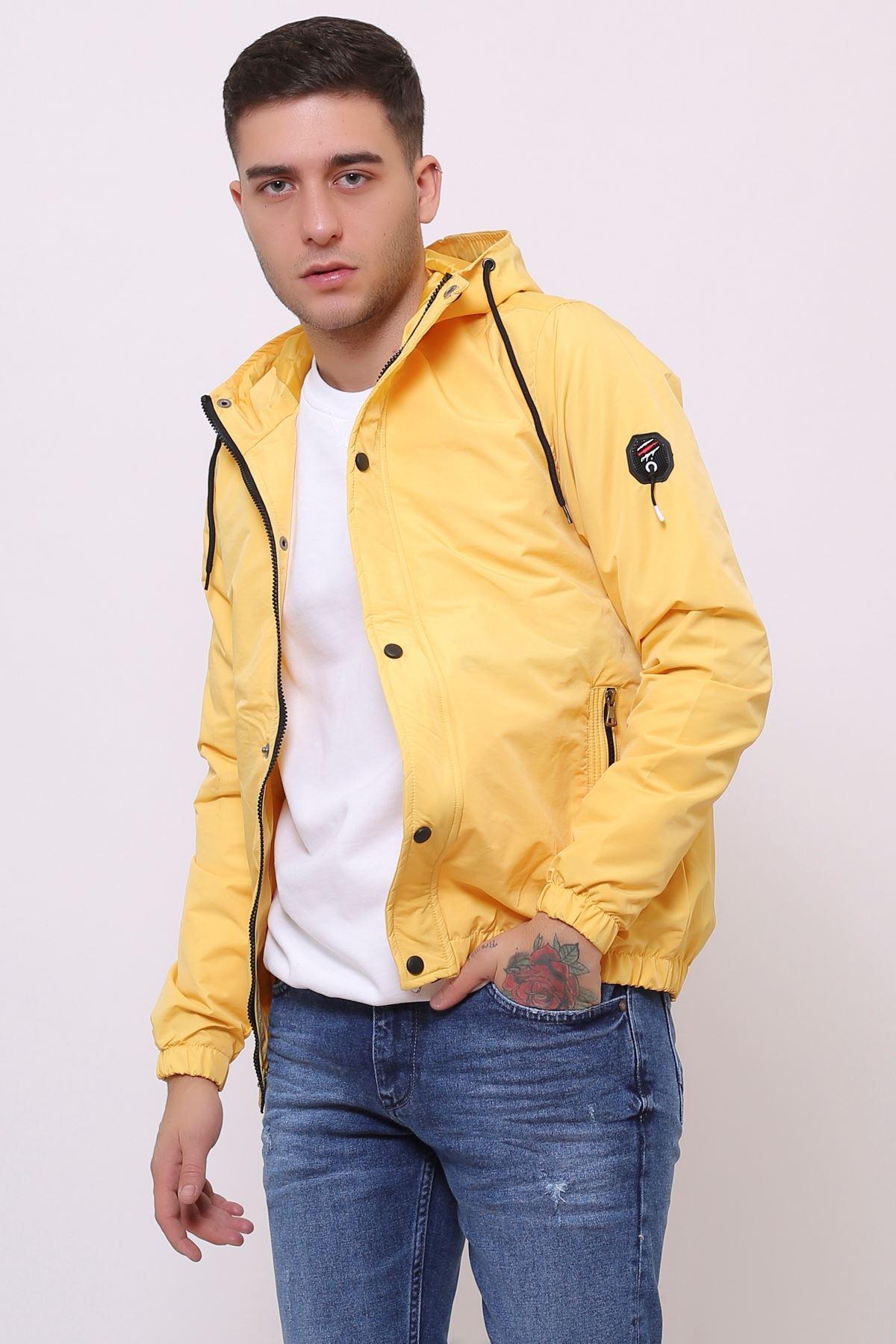 Kapüşonlu Sarı Mevsimlik Erkek Mont